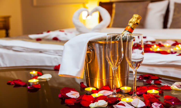 How To Set Up A Romantic Hotel Room: Quick Tips