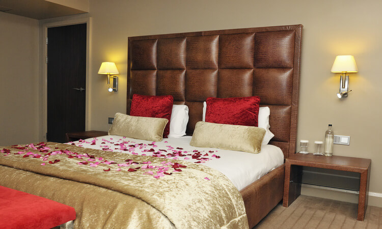 How To Decorate A Hotel Room Romantically: Helpful Guide