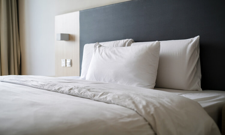 The 7 Best Hotel Bed Pillows For Five-Star Comfort