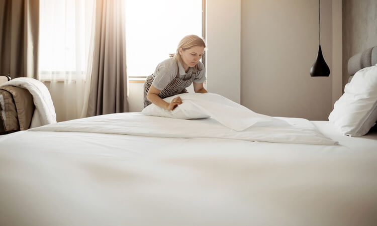 What Are The Steps To Clean A Hotel Room