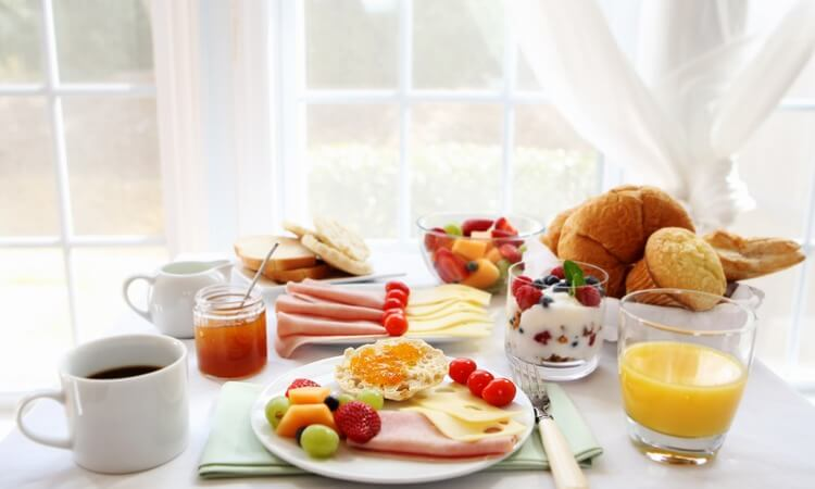 What Is Continental Breakfast In Hotel? - How Continental Breakfast Is Served