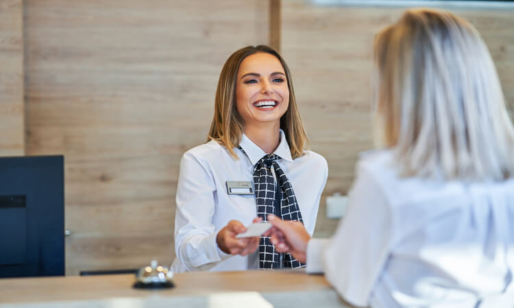 How Much Do Hotel Front Desk Agents Make? – Facts And Figures
