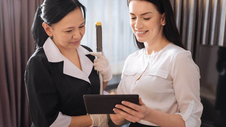 How To Make A Housekeeping Budget For A Hotel